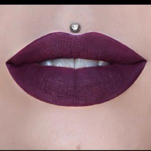 Jeffree Star liquid lipstick in Berries on Ice